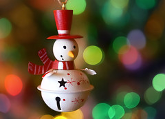 Jingle bell Snowman (Through Serena's Lens) Tags: macromondays holidaybokeh jinglebell snowman tophat cute ornament decoration winter december christmas bokeh dof macro canoneos6dmarkii colorful