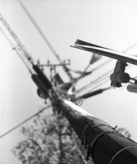 AN ANGLE (Dinasty_Oomae) Tags: ナショナルグラフレックス nationalgraflex グラフレックス graflex 白黒写真 白黒 monochrome blackandwhite blackwhite bw outdoor 東京都 東京 tokyo 電柱 電線 カーブミラー utilitypole utilitywire trafficmirror 港区 minatoku