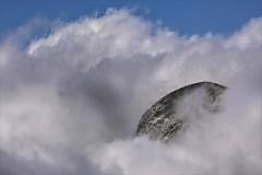 Into the clouds (Arunte) Tags: arunte marcofrancini alpiapuane montefreddone montesumbra pennadisumbra nubi maredinubi vetta rocce