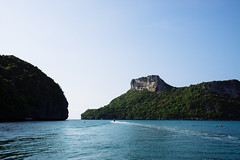 Ranger boat patrolling in Ang Thong National Marine Park, Koh Samui (Thailand) (Steffen Kamprath) Tags: jungle sunny sight asia nature people carlzeisssonnarte1824za kosamui rural day sonya6000 nopeople landscape documentary scenery loneliness ocean outside travel colours tree island sky boat water coast pacific thailand
