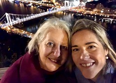 Selfie at the Liberty Statue (RobW_) Tags: ritsa réka liberty statue budapest hungary amaviola danube 16nov2018 november 2018