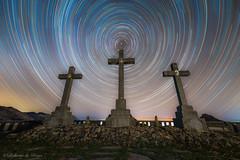 Las Tres Cruces. (Roberto_48) Tags: tres cruces urkiola nocturna rastros estrellas startrail noche night