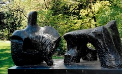 Henry Moore Sculpture, Missouri Botanical Garden, St. Louis, Missouri (Joseph Hollick) Tags: stlouis missouri 35mmfilm 35mm mamiya mamiya35mmcamera missouribotanicalgarden botanicgardens sculpture