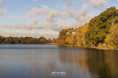 Herbst am See (Light and shade by Monika) Tags: autumn landschaft landscape light farben farbenspiel reflections