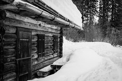 mountain hut (gotan-da) Tags: snow mountain winter blackwhite schwarzweiss noiretblanc blackandwhite bw monochrome