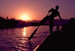 MYANMAR Inle Lake (Jacques Rollet (Little Available)) Tags: sunset soleilcouchant rameur rower soleil reflexion eau water contrejour rame myanmar inlelake groupenuagesetciel happyplanet