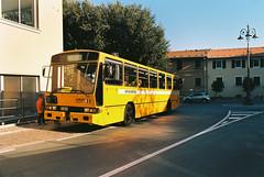 Prima sosta fotografica (maximilian91) Tags: inbuss210ft inbuss210 inbus oldbuses vintagebuses italianbuses italia italy liguria laspezia ektar100 35mm analogue nikonfe
