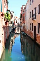 Un canale  veneziano e il suo linguaggio del silenzio (hmeyvalian) Tags: canale silenzio riflessi venezia venise venice italia italie italy