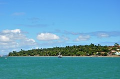 Brasil (Ruby Ferreira ®) Tags: oceanoatlântico atlanticocean forest mataatlântica boat barcos sky céu nuvens clouds