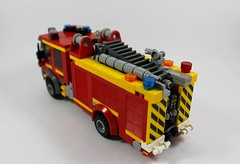 CFA Heavy Pumper New (2) (Lonnie.96) Tags: lego brick moc own creation 2018 december 2019 brickvention melbourne cfa heavy pumper country fire authority lighting salvage new mount martha red blue white yellow wheen truck wheel emergency response support ladder front side back top