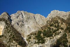 Vista sulle montagne del marmo bianco (Darea62) Tags: mountains landscape nature italy marble panorama paesaggio azzano seravezza tuscany versilia toscana quarry montealtissimo alpiapuane apuan alps rocks travel marmo white bianco
