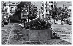 Fotografía Callejera (Street Photography) (Samy Collazo) Tags: pentaxauto1101978 pentax11024mmf28 pentaxmini pentax aristaedu100 110format formato110 smallformat sanjuan oldsanjuan viejosanjuan puertorico bn bw