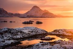 Sonnenaufgang in Ballstad (Nepomuk22) Tags: lofoten norwegen schnee winter ballstad nordland no