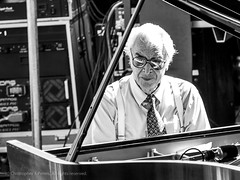 The Great Dave Brubeck (2007 Detroit International Jazz Festival) (Thelonius616) Tags: 50200mm brubeck davebrubeck detroit detroitinternationaljazzfestival e500 evolt olympus olympuse500 olympusevolt zd zuiko zuikodigital bw blackwhite blackandwhite city jazz metropolitan music musician urban