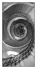 (Laetitia.p_lyon) Tags: samsunggalaxys9 smartphone fourvière basilique escalier escaleras stairs noiretblanc nb blackandwhite bnw bw monochrome monochromatic lyon
