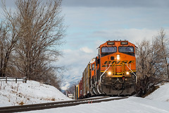 Rolling Into Town (alastairpoll) Tags: bnsf bnsfrailway bnsf3907 ge generalelectric geet44c4 et44c4 tier4 manifest mixedfreight freight freighttrain train trains railfan railfanning railroad railroads railway railroadtrack colorado co bnsffrontrangesubdivision louisville locomotive locomotives frontrangesubdivision manifesttrain tree trees