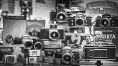 Exakta Varex Konvolut (Mr.Balvenie) Tags: ihagee dresden ddr vintagekamera nostalgie ostalgie fotografbob analog film exakta varex exaktavarex filmkamera old rar vintage fotografie photography fotograf varexv varexiia varexvx