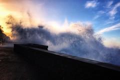 Donostia de postal (marianhergo) Tags: naturaleza luz atardecer mar olas euskadi paísvasco gipuzkoa sansebastián donostia paseonuevo