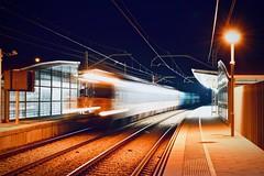 Estació de Rodalies 7 (Xevi V) Tags: nikon tren trens trains railroad train railroads rodalies estació isiplou llocsambencant cabrera cabrerademar maresme elmaresme night nit