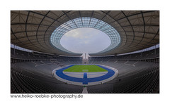 Arena / stadion (H. Roebke) Tags: berlin de architektur geometry farbe symetrie tribüne olymbiastadion 2018 architecture colour canon5dmkiv arena lightroom sigma1224mmf40dghsmart