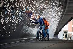 Anversois, Spoor Noord (matthias.rigou) Tags: poeple citizen passants promeneurs bike vélo bridge architecture acier metal city ville urban scenery scène