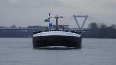 Weg da! / Get away! (Mado46) Tags: bxl06 mado46 rhein rhine nrw germany deutschland düsseldorf binnenschiff inlandwatervessel boat ship 777v7f