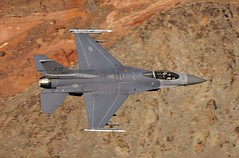 HI LYNNE (Dafydd RJ Phillips) Tags: ed 91383 edwards afb california air force base f16 fighting falcon jedi transition star wars canyon death valley low level fast jet pass aviation military avgeek