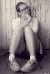 Songeuse (Le dahu) Tags: portrait model modeling female femme girl woman blackandwhite bw monochrome glasses lunettes blonde d610 darktable nikon tamron 2470 noiretblanc