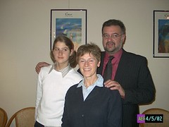 2002-05-04 at 20-51-20 (h.aerts) Tags: magda dorien jan familie iphotooriginal