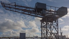 Hammerhead crane. (frattonparker) Tags: afsnikkor28300mmf3556gedvr btonner isleofwight lightroom6 nikond810 raw solent winter frattonparker docks shipyard cowes