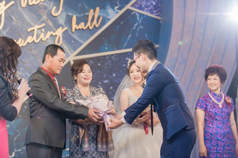 台南東東宴會式場 婚宴 走在幸福的紅毯上 R & B 124