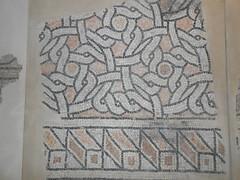 mosaico, bianco e nero e rosso, geometrico, palazzo di Teodorico, Ravenna (Pivari.com) Tags: mosaico biancoeneroerosso geometrico palazzoditeodorico ravenna