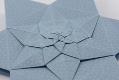 Lucky Star Fractal (close-up) (Michał Kosmulski) Tags: origami star fractal selfsimilarity michałkosmulski haligamihalinarościszewskanarloch shuzofujimoto edokosomepaper blue