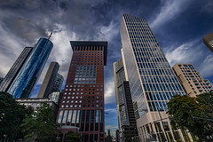 Skyline, Frankfurt am Main (betadecay2000) Tags: beta eta frankfurt main hessen germany deutschland city innenstadt urban modern strase street road rue abend august 2016 downtown asphalt kreuzung intersection gebäude outdoor architektur gebäudekomplex wolkenkratzer stadt skyline landstrase gasse turm himmel nacht night light