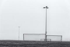 Mit der zweiten Chance (flori schilcher) Tags: schilcher tor goal fussballplatz nebel