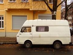gewohnt und mobil *198 /Giselastraße Ecke Ruprechtweg / Lichtenberg (galibier2645) Tags: kopfsteinpflaster wohnmobil weis