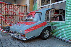Carport (Sockenhummel) Tags: kunst wandelism wilhelmsaue car automobil ausstellung exhibition autowerkstatt berlin mercedes oldtimer crash streetart heck fuji xt10