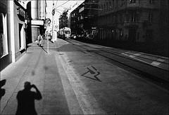 Vienna 2018 LIX (__Daniele__) Tags: film analog analogue vienna wien bécs wiedeń vienne wenen viyana dunaj østrig österrike itävalta oostenrijk αυστρία аустрија австрия אוסטריה österreich gebäude architektur 35to220 leica m6 rangerfinder 35mm summicron czarnobiałe black white blackwhite schwarzweiss monochrome fuji 1600 neopan