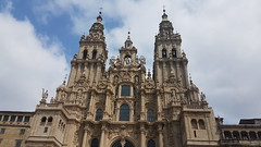 Catedral de Santiago (landeicgn) Tags: kirche church iglesia kathedrale kathedral wolken nubes clouds
