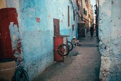 Blue Walk (Tom Levold (www.levold.de/photosphere)) Tags: fuji marokko xpro2 street casablanca people candid