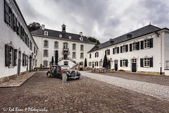 20180825-6415-Kasteel_Vaalsbroek-bw (Rob_Boon) Tags: architectuur citroen colefpro4 kasteelvaalsbroek tractionavant robboon landscape heuvelland limburg netherlands