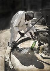 Agua (Inmacor) Tags: india people gente viaje viajar viajando inmacor man hombre agua fuente escena travel traveling greatindia peopleintheworld