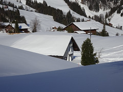 Wirzweli Kapelle (Priska B.) Tags: kapelle wirzweli schweiz switzerland swiss svizzera schnee winter kreuz baum innerschweiz zentralschweiz engelbergertal dallenwil nidwalden gotteshaus