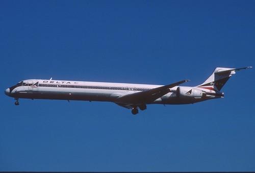 281ca - Delta Air Lines MD-90-30; N907DA@LAX;03.03.2004