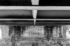 Down under (Toftus Photography) Tags: london england unitedkingdom gb cityscape canon eos 5d mark iv bw blackandwhite sorthvit sh monochrome water vann vand elv river winter vinter season