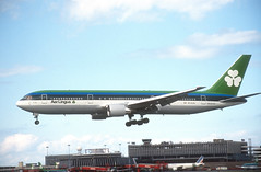 California Dreamin (Longreach - Jonathan McDonnell) Tags: aerlingus slide scanfromaslide 1990s boeing 767 767300 7673yoer gpa guinness peat aviation eical 1994 1991 02061991 dublinairport eidw