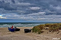 Fischerboote (garzer06) Tags: wolken himmel ostsee wasser mönchgut deutschland strand boote fischerboote fischerstrand vorpommernrügen baabe strandsand wolkenhimmel mecklenburgvorpommern inselrügen landscapephotography naturephotography landschaftsfotografie naturfotografie