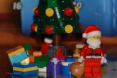 Presents (358/365) (Tas1927) Tags: 365the2018edition 3652018 day358365 24dec18 lego minifigure minifig
