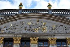 House of the Dukes of Brabant (Els Herten) Tags: grandplace brussels city belgium architecture building baroque gold sculpture pediment tympanum