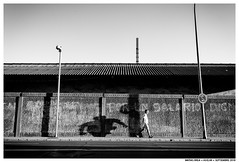 .. (Matías Brëa) Tags: calle street photography blanco y negro black white bnw personas people gente sombras shadow muro wall mono monochrome monocromo carretera monocromático